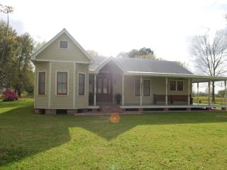 Perfect 3 bedroom Bed and Breakfast in Saint Martinville with A/C - Saint Martinville vacation rentals