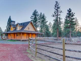 Modern, inviting house on two fenced acres - bring the dog and your horses! - Sisters vacation rentals