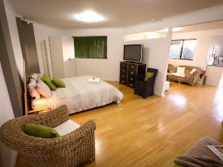 Beautiful Ulverstone Studio rental with Deck - Ulverstone vacation rentals