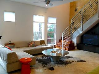 HIDEAWAY 4-South Beach Modern Stylish 2 Story Loft  - Steps to Lincoln Road & Walk to Beach - Miami Beach vacation rentals