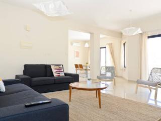 Bright & Spacious Villa in Oroklini - Oroklini vacation rentals