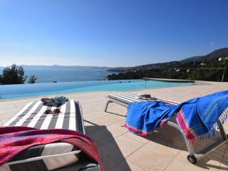 Walk To BEACH Stunning SEA VIEW heated pool - Le Lavandou vacation rentals