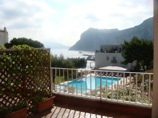 Capri appartamento con terrazza panoramica - Capri vacation rentals