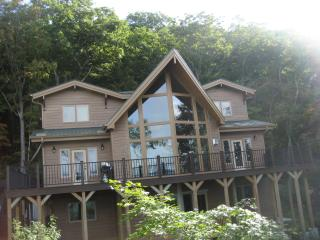 Spacious 4 bedroom House in West Jefferson with Deck - West Jefferson vacation rentals