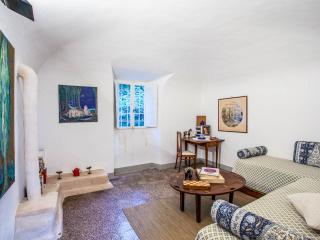 Lovely 3 bedroom apartment in historic Tuscan tower house - Montecatini Val di Cecina vacation rentals