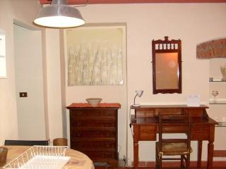 Historical Center Lucca Via Guinigi 9/2 - Lucca vacation rentals