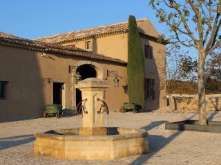 Domaine des Peyre - Robion vacation rentals