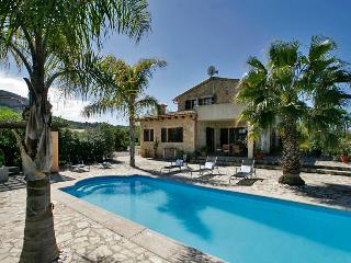 Spacious Finca with Satellite Or Cable TV and Outdoor Dining Area - Sineu vacation rentals