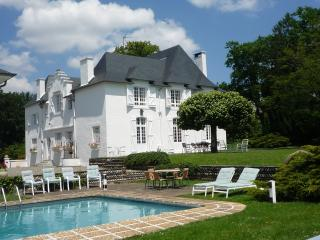 Clos Mirabel Manor House - 5 bedrooms with pool - Jurancon vacation rentals