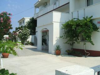 1 bedroom Bed and Breakfast with Balcony in Pag - Pag vacation rentals