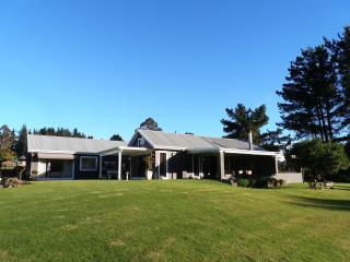 4 bedroom Farmhouse Barn with Internet Access in Harkerville - Harkerville vacation rentals