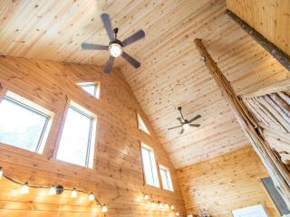 Beautiful 3 bedroom Chalet in West Union - West Union vacation rentals