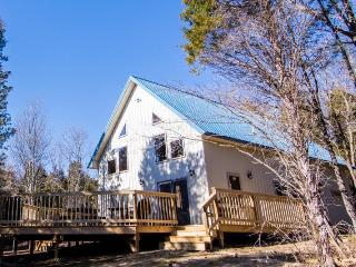 Beautiful Chalet with Deck and Internet Access - West Union vacation rentals