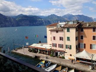 Bilocale sul porticciolo - Magugnano vacation rentals