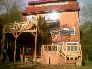 Nice House with Deck and Internet Access - Bushkill vacation rentals
