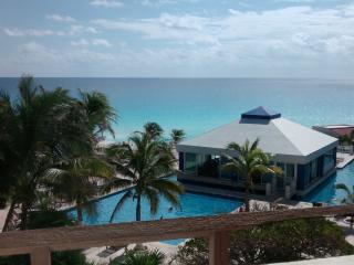 Condo with an ocean view - Cancun vacation rentals