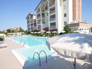 Sunny Condo with Internet Access and Dishwasher - Lido degli Estensi vacation rentals