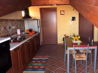 Elegante Monolocale Fantasy vicino Capo d'Orlando - WI-FI GRATUITO - Capri Leone vacation rentals