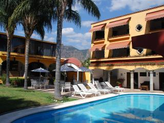 Charming 11 bedroom Tepoztlan House with Internet Access - Tepoztlan vacation rentals