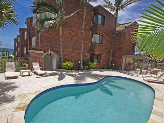 Unit 7, Coolum Cove, 1682 David Low Coolum Beach, $200 BOND - Coolum Beach vacation rentals