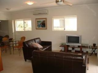 Unit 1, Beach Gallery, 9 Andrew Street Point Arkwright, $200 BOND - Yaroomba vacation rentals