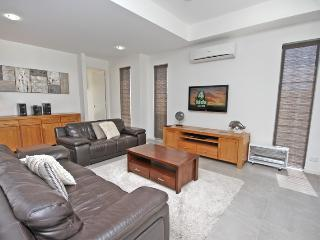 48 Boardrider Crescent, Mt Coolum - Pet Friendly, $500 BOND - Yaroomba vacation rentals