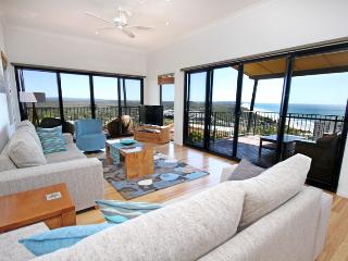 1 Grandview Drive, Coolum Beach, Linen included, $500 BOND - Coolum Beach vacation rentals