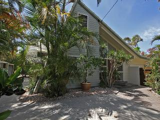 Marcoola Beach House - 16 Petrie Avenue Marcoola, Pet Friendly, $500 Bond - Marcoola vacation rentals
