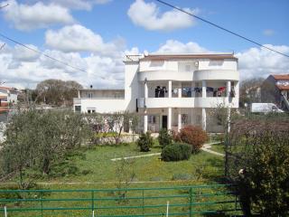 Cozy 3 bedroom Condo in Pirovac with Internet Access - Pirovac vacation rentals