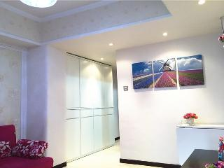 Cozy Grand apt fit 8pax,1mins mtr - Hong Kong vacation rentals