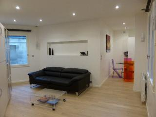 Studio centre ville avec parking - Bordeaux vacation rentals