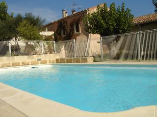 Gîte de charme avec piscine : Le clos des mûriers - Combas vacation rentals