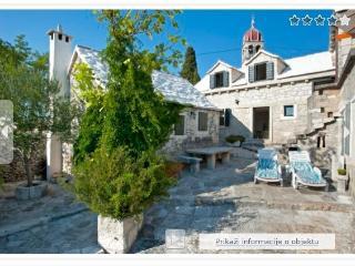 Sunny 4 bedroom Donji Humac Villa with Internet Access - Donji Humac vacation rentals
