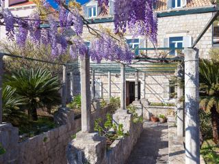 Comfortable Condo with Garden and A/C in Dubrovnik - Dubrovnik vacation rentals