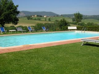 Lovely 2 bedroom holiday apartment in Tuscany - Montepulciano vacation rentals