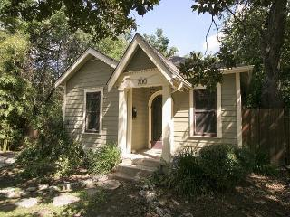 Keasbey Cottage -  2BR/1BA Charming Bungalow w/ Screened Porch, Hyde Park - Austin vacation rentals
