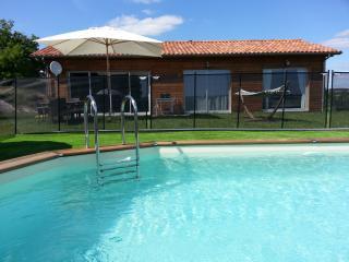 neuf piscine privée VILLA LES ROSES NOIRES calme - Bergerac vacation rentals