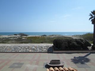 Appart 75M2 Duplex traversant VUE MER front de mer - Sainte-Marie-la-Mer vacation rentals