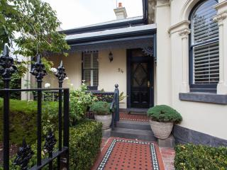 94 Highett Inner Melbourne Period Home for upto 14 - Melbourne vacation rentals