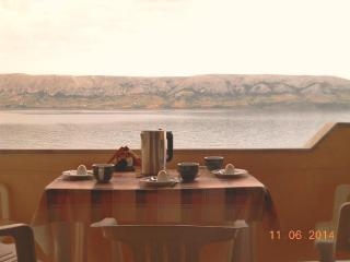 Apartments Metajna 3 for 4 persons 20 meters from the sea - Zubovici vacation rentals