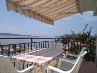 Apartment Mareas 4 for 4 with sea view - Okrug Donji vacation rentals