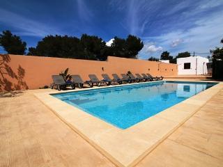 Villa Beso | 6 Bedrooms | Walk to San Antonio | Aic Con | Wifi | Private Pool - Sant Antoni de Portmany vacation rentals