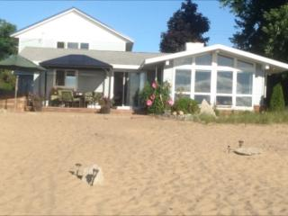Bright East Tawas vacation Cottage with Deck - East Tawas vacation rentals