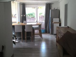 Cozy 2 bedroom Gujan-Mestras House with Internet Access - Gujan-Mestras vacation rentals