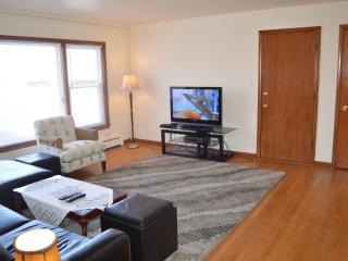 Homey Chicago Condo (2Br-1Ba) - Chicago vacation rentals
