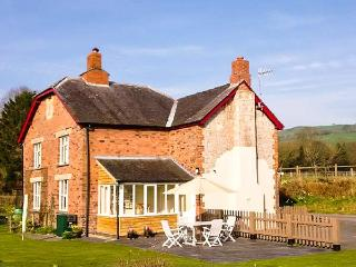 2 SILURIA COTTAGE, family friendly, character holiday cottage, with a garden in Walton, Ref 11355 - Walton vacation rentals