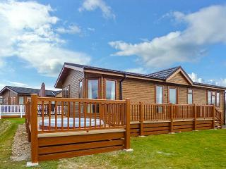 COTTABUNGA TOO (MISTY BAY), hot tub, en-suite, on-site activities, luxury lodge on Tattershall Lakes Country Park, Ref. 916360 - Tattershall vacation rentals