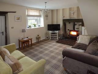 PEMBA COTTAGE, woodburning stove, pet-friendly, WiFi, in Threshfield, Ref 918110 - Threshfield vacation rentals