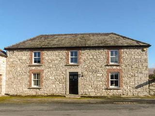STONE HOUSE, woodburner, pet-friendly, garden, near to Kiltegan, Ref 920303 - Kiltegan vacation rentals