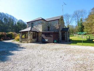 AVALLON, detached, WiFi, pet-friendly, in seven acres of its own land near Penzance, Ref 921178 - Penzance vacation rentals